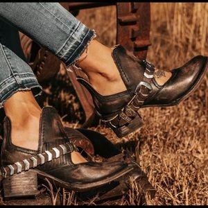 NEW Freebird Boots Blade Black Distressed Size 7